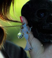 Sexy witch i bočica s opalima