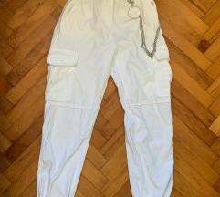 bershka nove bijele cargo hlače M