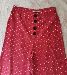 Crvene hlače na bijele točkice 36