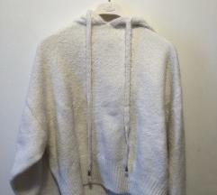 H&M bijeli pulover s kapuljačom