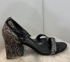 BERSHKA cipele br.39