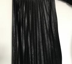 Crna plisirana suknja
