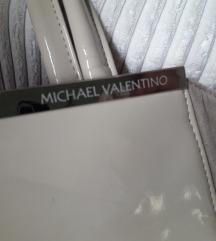 bež Michael Valentino torba s metalnim detaljem
