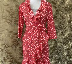 Crvena točkasta haljina s volanima