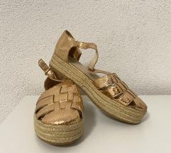Ravne cipele