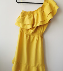 Žuta ljetna haljina na jedno rame