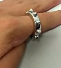 Metalni prsten sa šiljcima Avril Lavigne