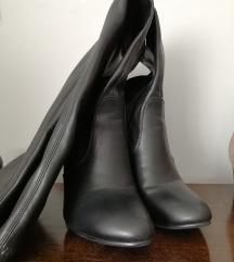 Lot dvoje čizme iznad koljena