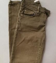 Maslinasto-zelene hlače Zara