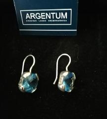 Srebrne naušnice s plavim kristalom