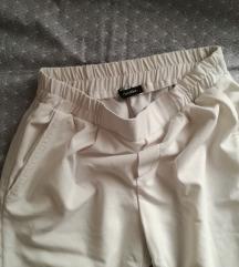 Bershka bijele hlače S