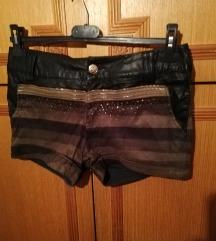 Kratke hlače sa kožom i šljokicama