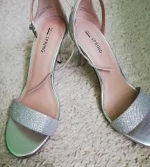 Nikad nosene sandale