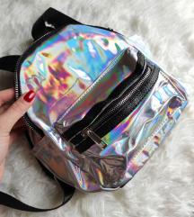 Mali srebrni holographic ruksak NOVI
