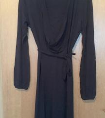 Maxi crna haljina s rol kragnom i tankim remenom