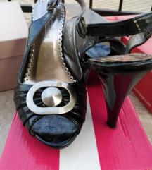 %AKCIJA 20 KN% Lakirane cipele, jednom nošene
