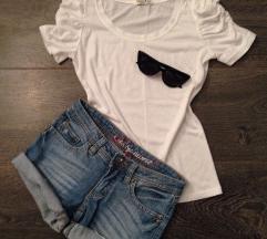 Klasična bijela majica s nabranim rukavima