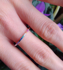 Srebrni prsten s šarenim cirkonima, 925