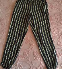 široke prugaste ljetne hlače