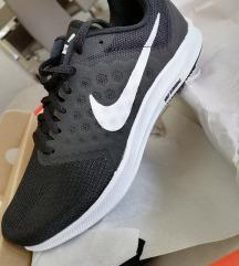 Sportske Nike tenisice