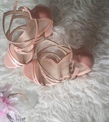 Ružičaste sandale na blok petu