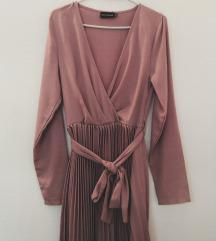 Pretty little thing roza haljina