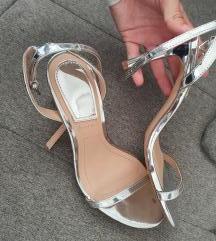 Stradivarius srebrne sandale na petu