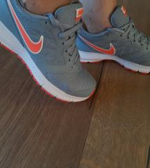 Nike nove tenisice 39/40