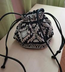 Torbica H&M bucket aztec