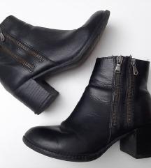Crne kožne čizme gležnjerice 36
