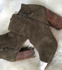 Jessica Simpson Otvorene čizme brušena koza