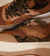 Tenisice cipele 39