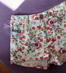 Cvjetne kratke hlače