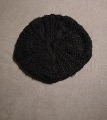 Crna zimska kapa