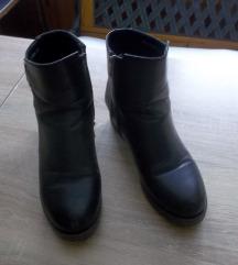 Crne čizme, vel. 39