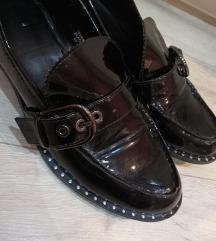 Cipele na malu petu