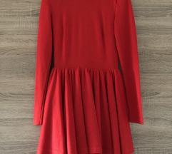 Crvena lepršava haljina