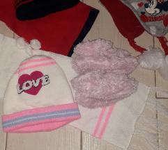 Lot zimske kape,sal..+ gratis papucice