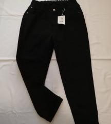 Bershka crne balloon fit hlače vl. 38