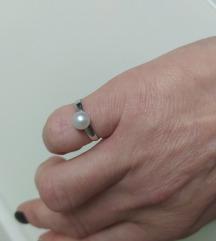 Zlatni prsten sa biserom