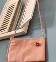 Roza torbica s ružicom