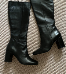 Sniženo!**Crne kožne čizme do koljena
