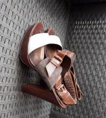 Smedje sandale na petu