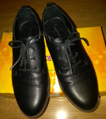 Crne cipele br 38