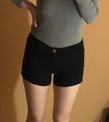 Crne kratke hlače