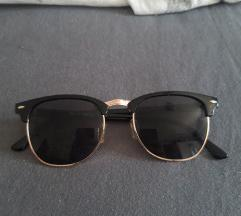 Crne sunčane naočale
