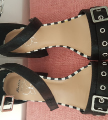 Bata sandale na blok petu