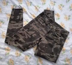 Vojničke poderane hlače