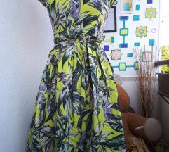 Vintaga prekrasna zenstvena haljina