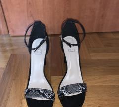 Sandale na petu sa zmijskim uzorkom